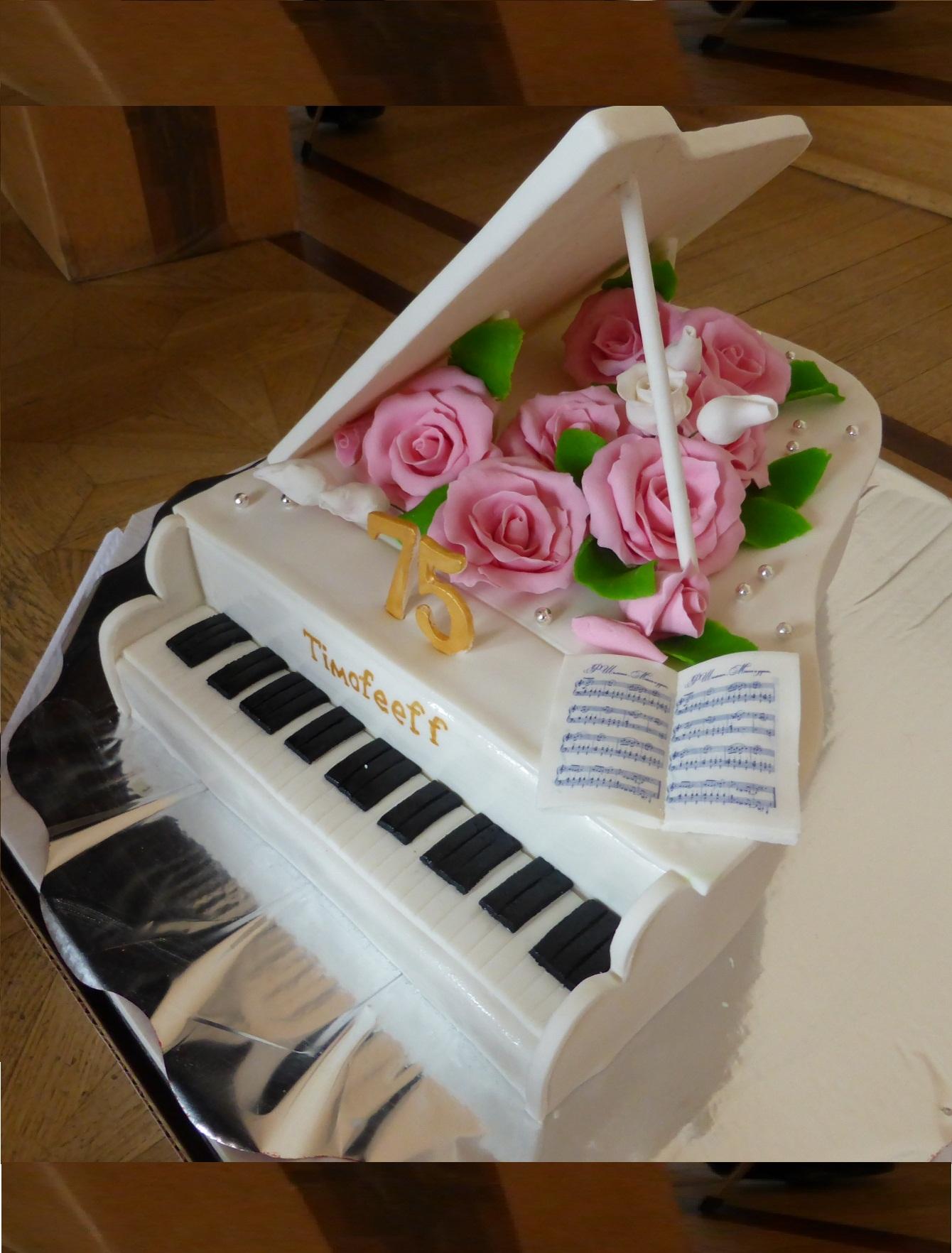 праздничный дух торт в виде рояля фото мнению