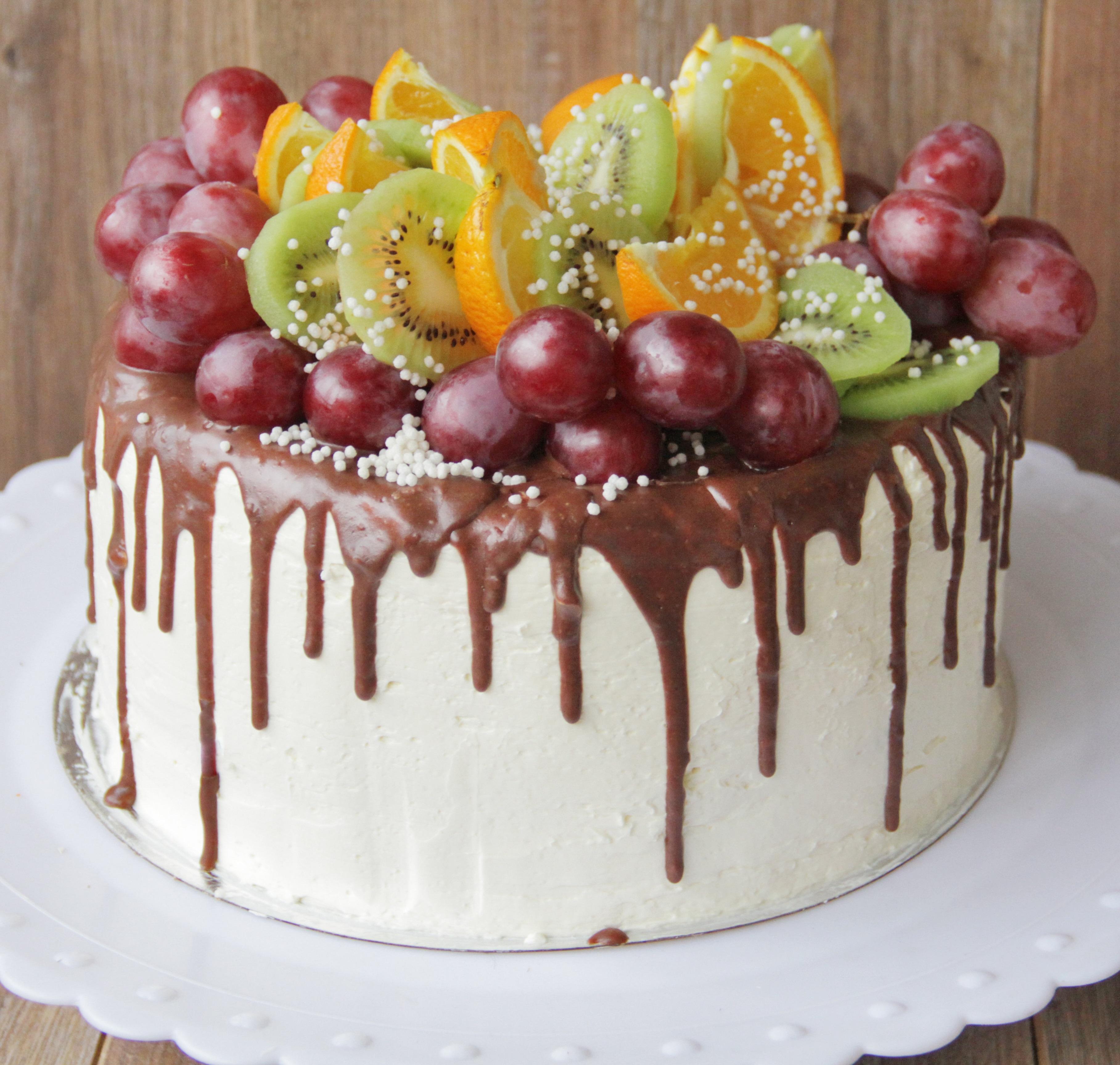 Торт с фруктами и глазурью на 2 года
